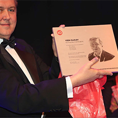 Vern Oakley receiving certificate
